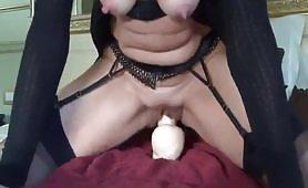 Mamma italiana con dildo nella figa